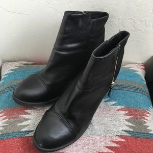 Divided Shoes - Divided black ankle boots